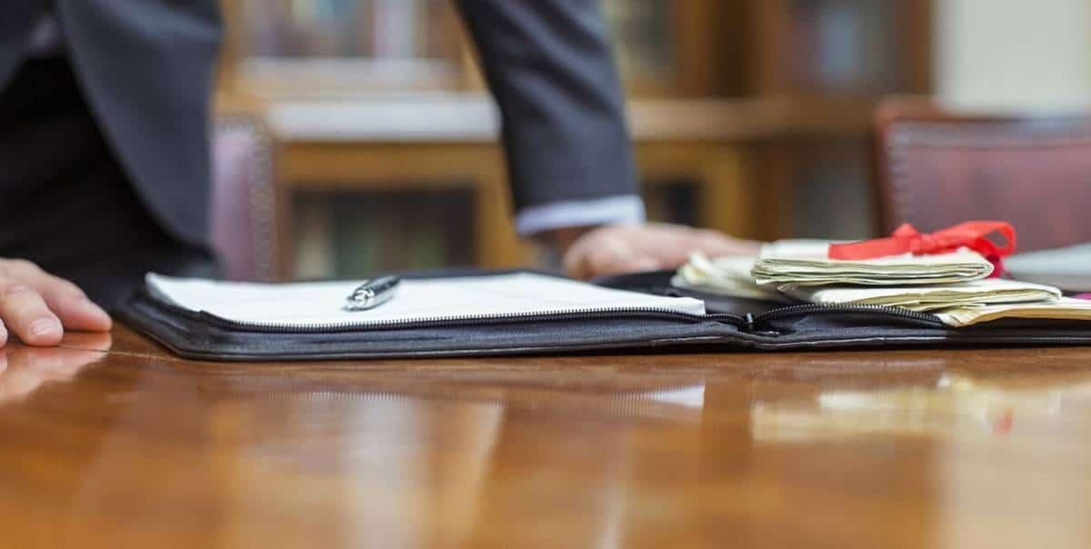 Опытный адвокат