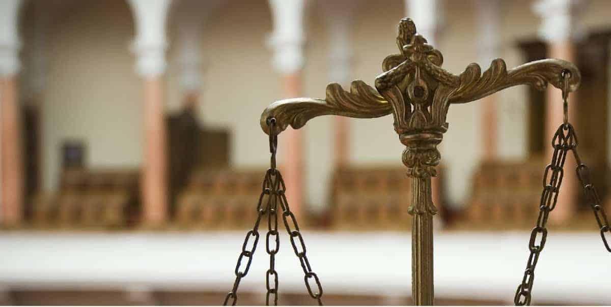Судебный уголовный адвокат